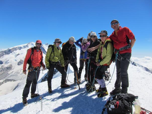 Carlos, Estanis, Jordi, Fernando, Xus, Carmen, Mar y José en el Breithorn Occidental, 4165 m