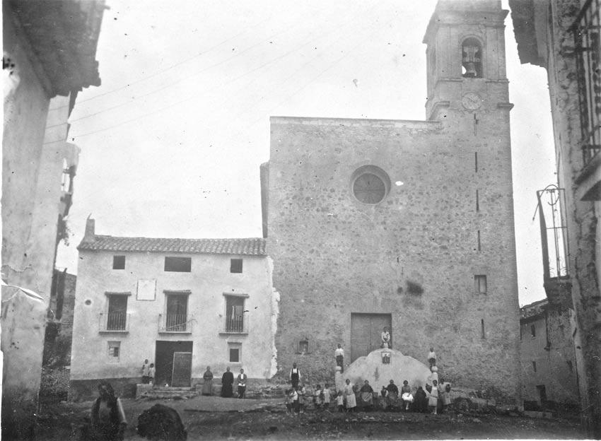 1928 septiembre plaza de la iglesia de Toras