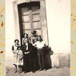 FOTO EN LA ESTACIÓN DE TORÁS. EN LA FOTO MIGUEL ALCAIDE PÉREZ, DOLORES FLOR MARTÍN, ISABEL ALCAIDE FLOR, DOLORES ALCAIDE FLOR, UN EMPLEADO Y UN GUARDIA CIVIL (EXISTÍA UN CUARTEL EN LA ESTACIÓN).
