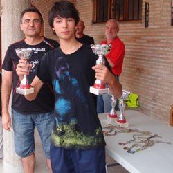 Sergio Riera recoge su trofeo y el de su compañero como subcampeones