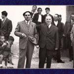 """DÍA DE BODA, 26 DE OCTUBRE DE 1958. EN EL CENTRO MIGUEL ALCAIDE PÉREZ. EN EL EXTREMO IZQUIERDO DE LA FOTO """"GORÍN"""" HABLANDO, Y EL NIÑO QUE ESTÁ ENCIMA ES """"TANO"""". FOTO DE FRANCISCO MIRAS"""