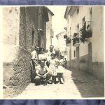 RETRATO EN UNA CALLE DE TORÁS. VERANO DE 1957. FOTO DE ENCARNA HUESO