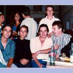 GRUPO DE AMIGOS EL DÍA DE LA PROCESIÓN DEL CRISTO DE 1988 (?). FOTO DE FRANCISCO MIRAS